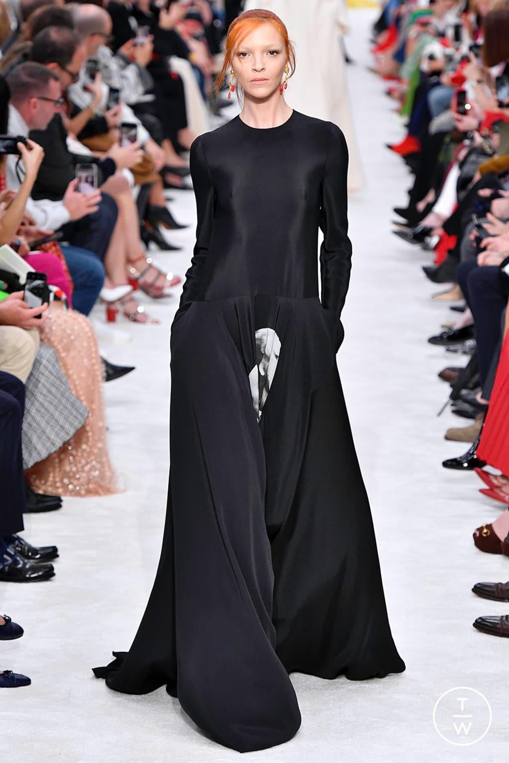 Fashion Week Paris Fall/Winter 2019 look 45 from the Valentino collection womenswear