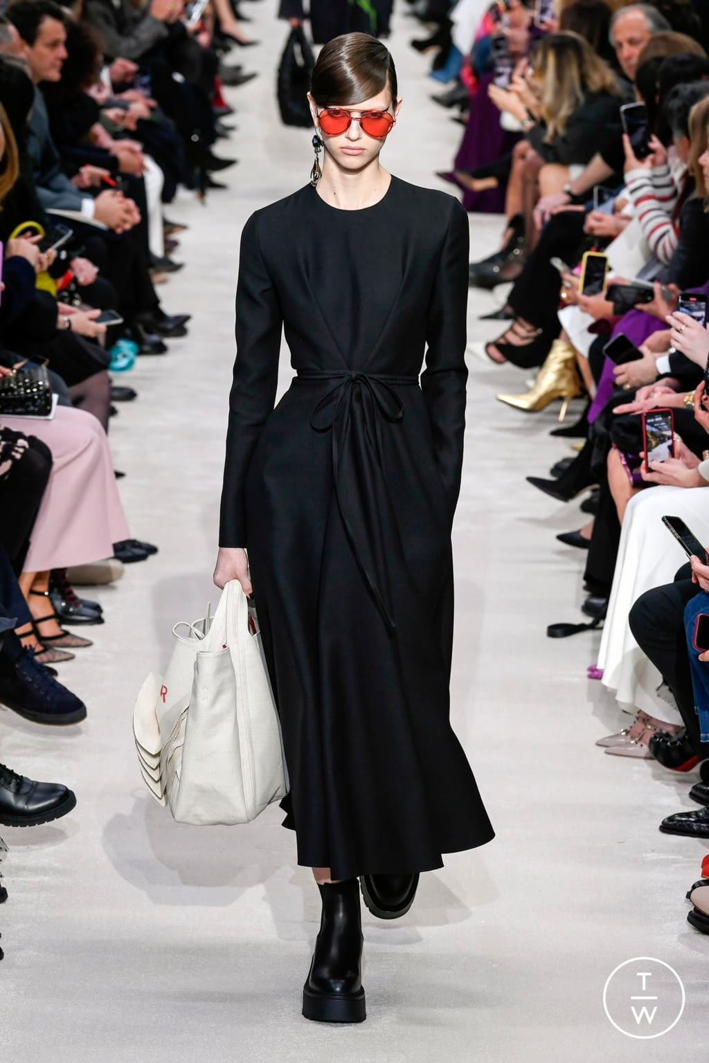 Fashion Week Paris Fall/Winter 2020 look 47 from the Valentino collection womenswear