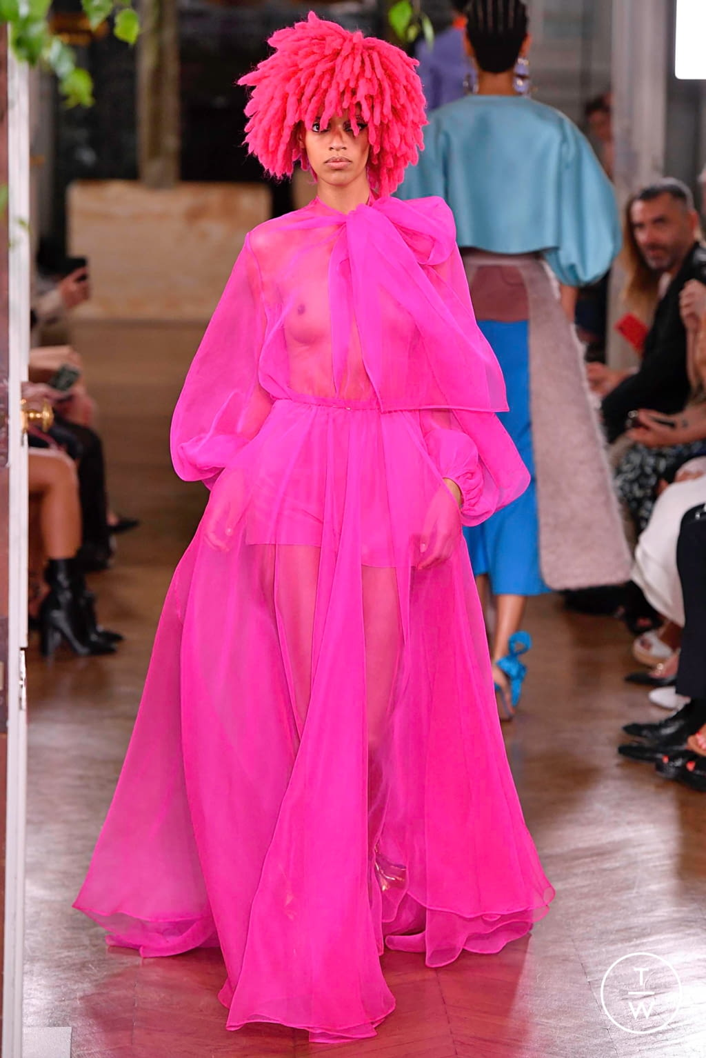 Fashion Week Paris Fall/Winter 2019 look 76 from the Valentino collection couture