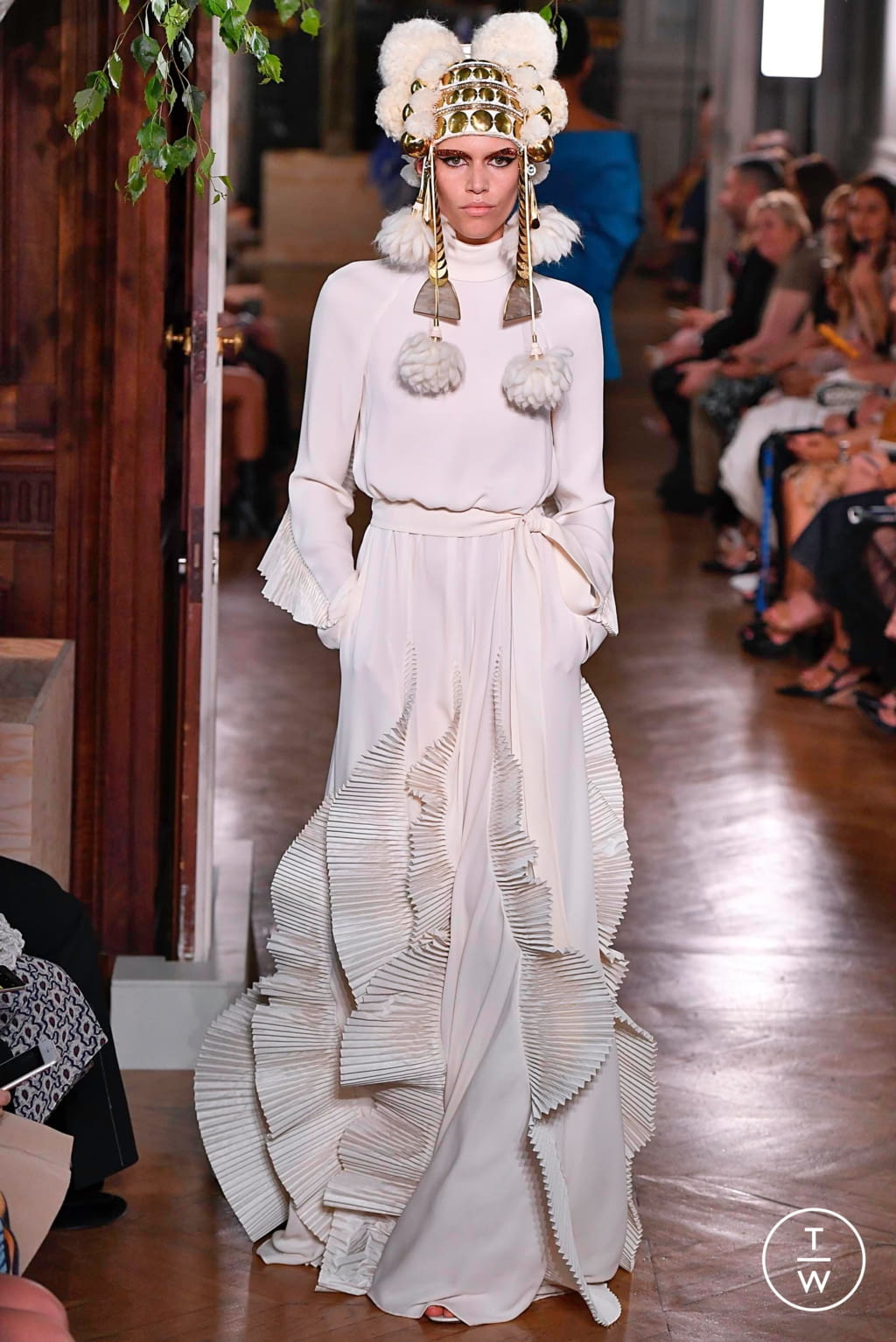 Fashion Week Paris Fall/Winter 2019 look 92 from the Valentino collection couture