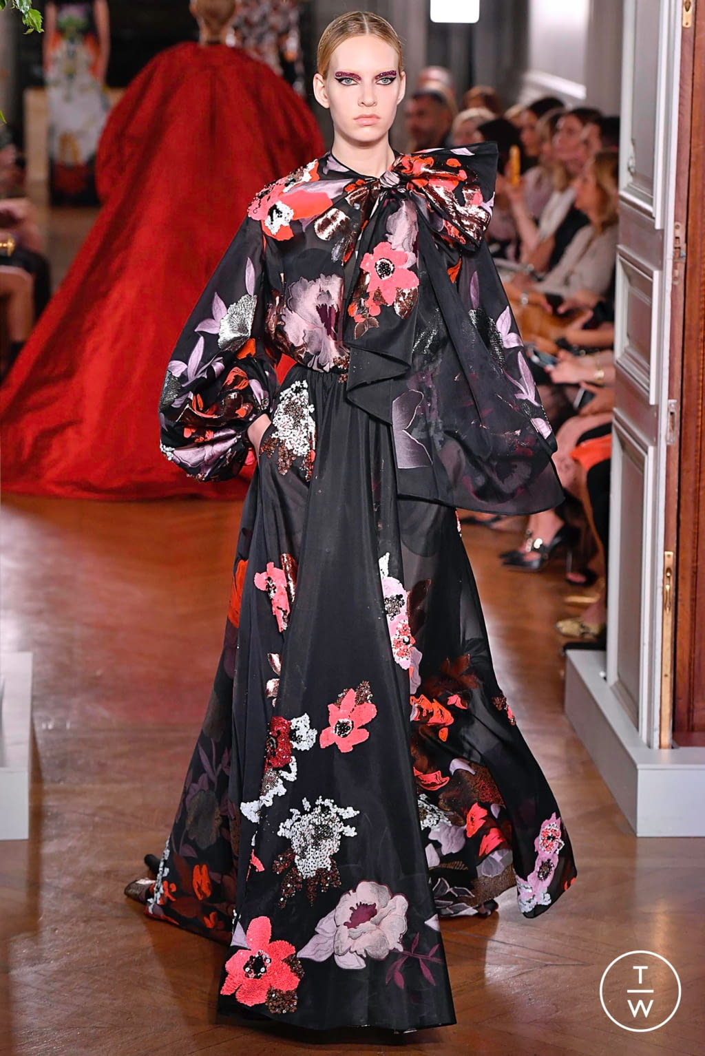 Fashion Week Paris Fall/Winter 2019 look 98 from the Valentino collection couture