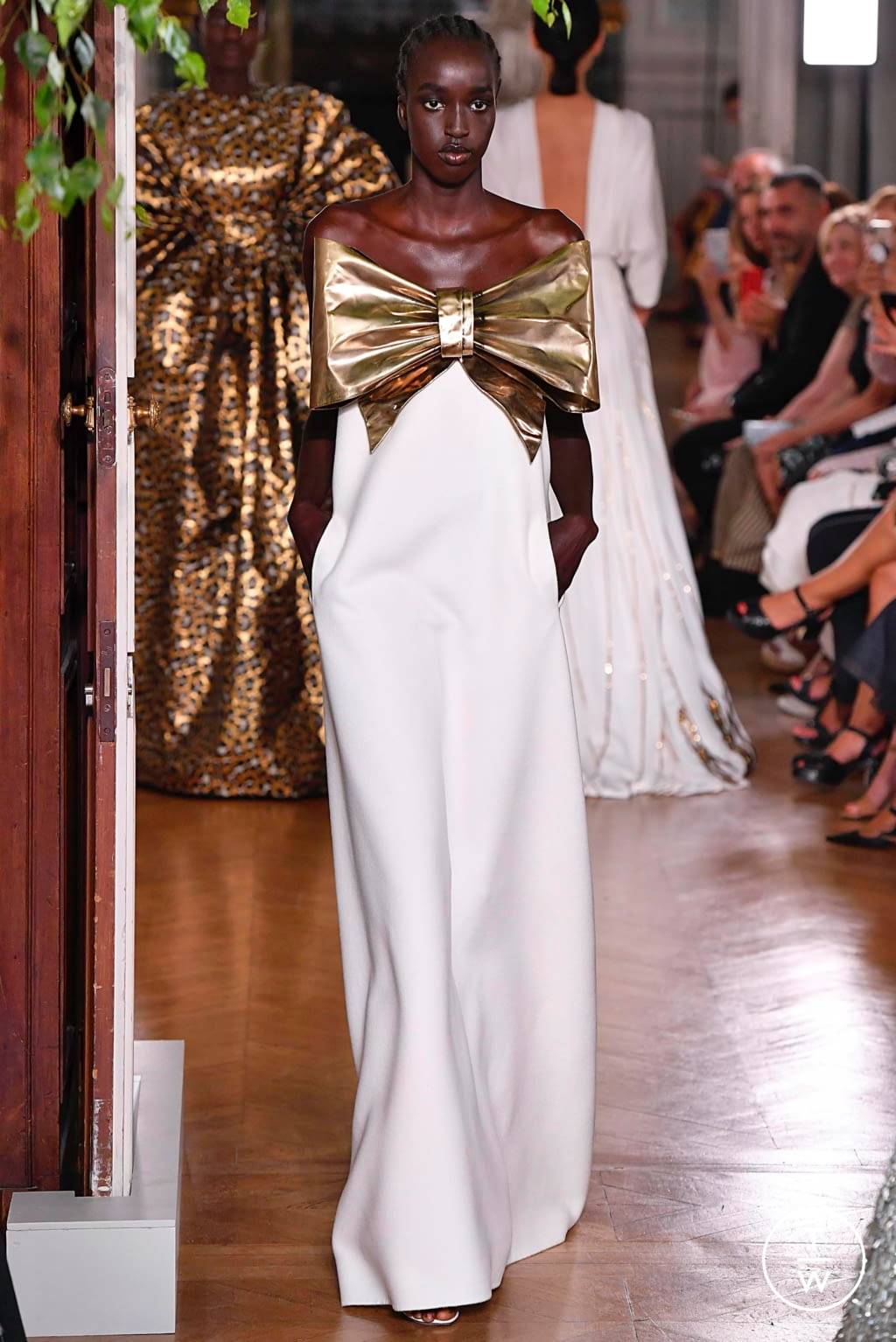 Fashion Week Paris Fall/Winter 2019 look 109 from the Valentino collection couture