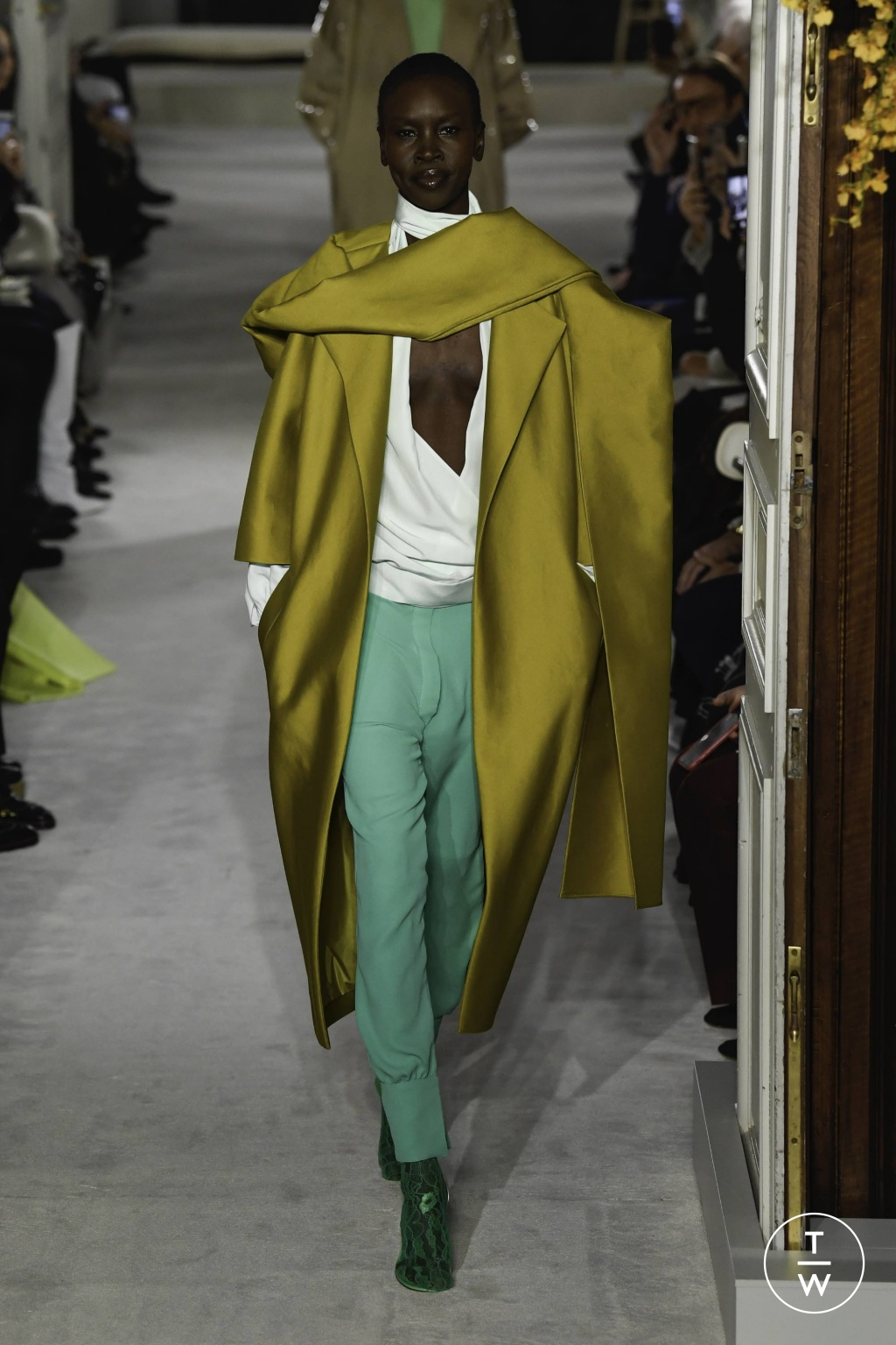 Fashion Week Paris Spring/Summer 2019 look 4 from the Valentino collection couture