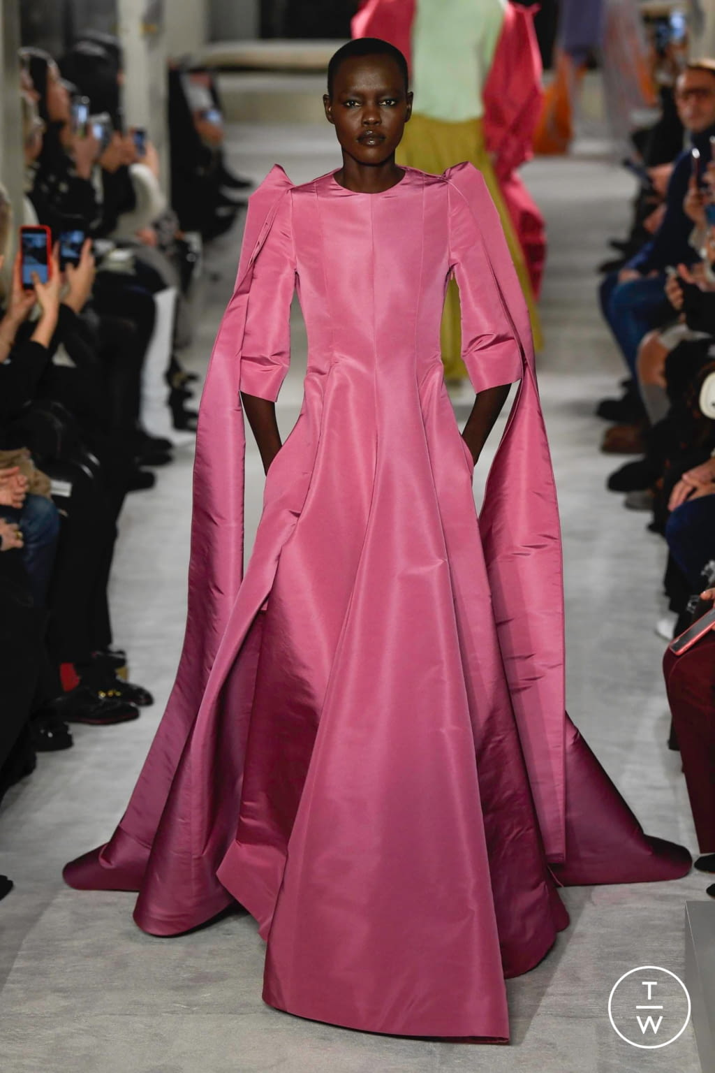 Fashion Week Paris Spring/Summer 2019 look 6 from the Valentino collection couture