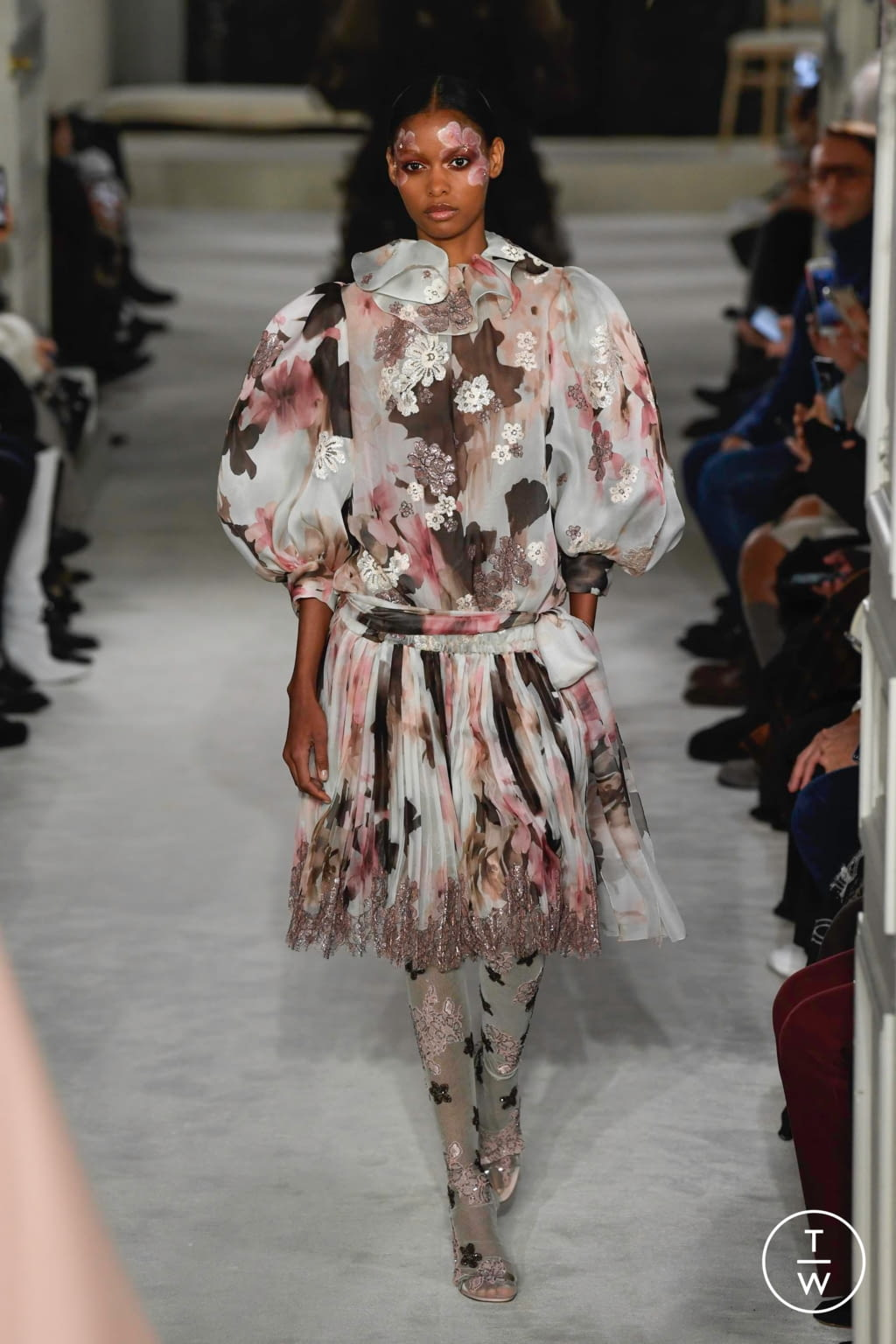 Fashion Week Paris Spring/Summer 2019 look 14 from the Valentino collection couture