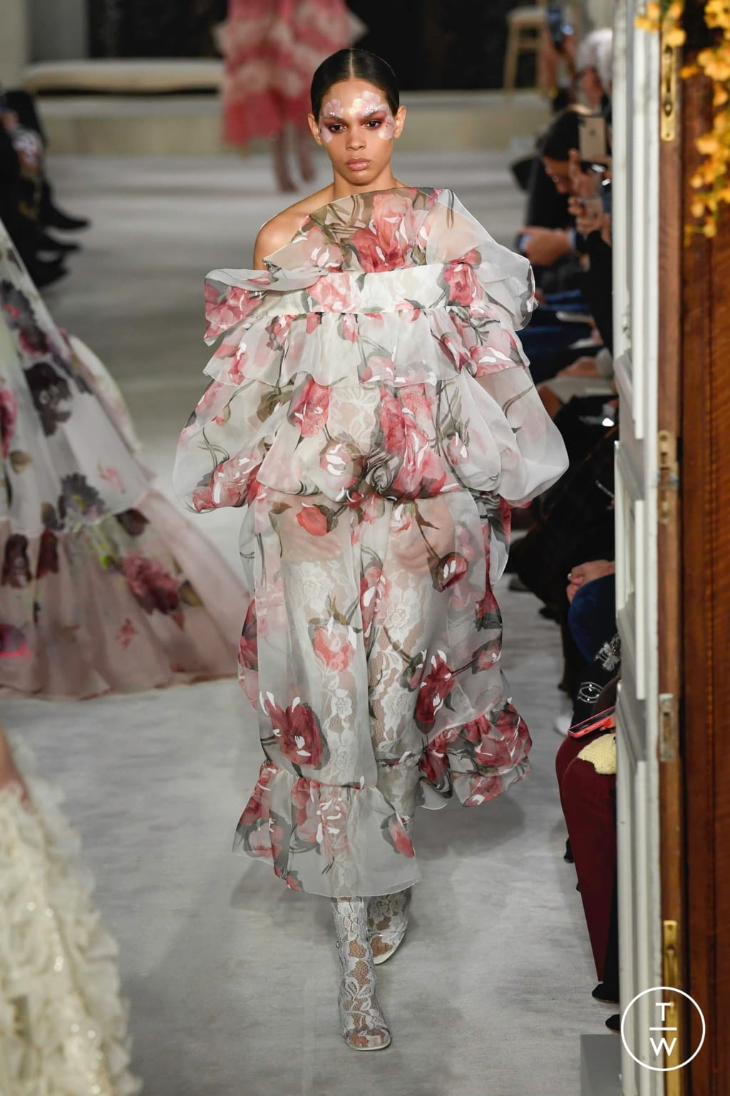 Fashion Week Paris Spring/Summer 2019 look 22 from the Valentino collection couture