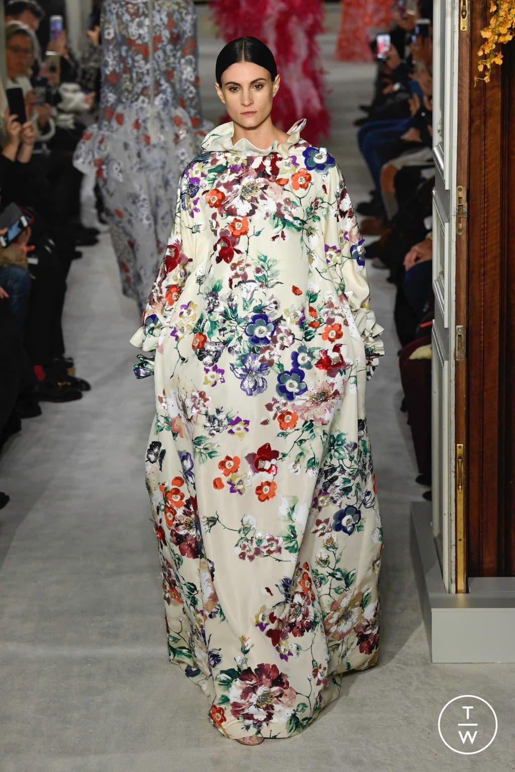 Fashion Week Paris Spring/Summer 2019 look 31 from the Valentino collection couture