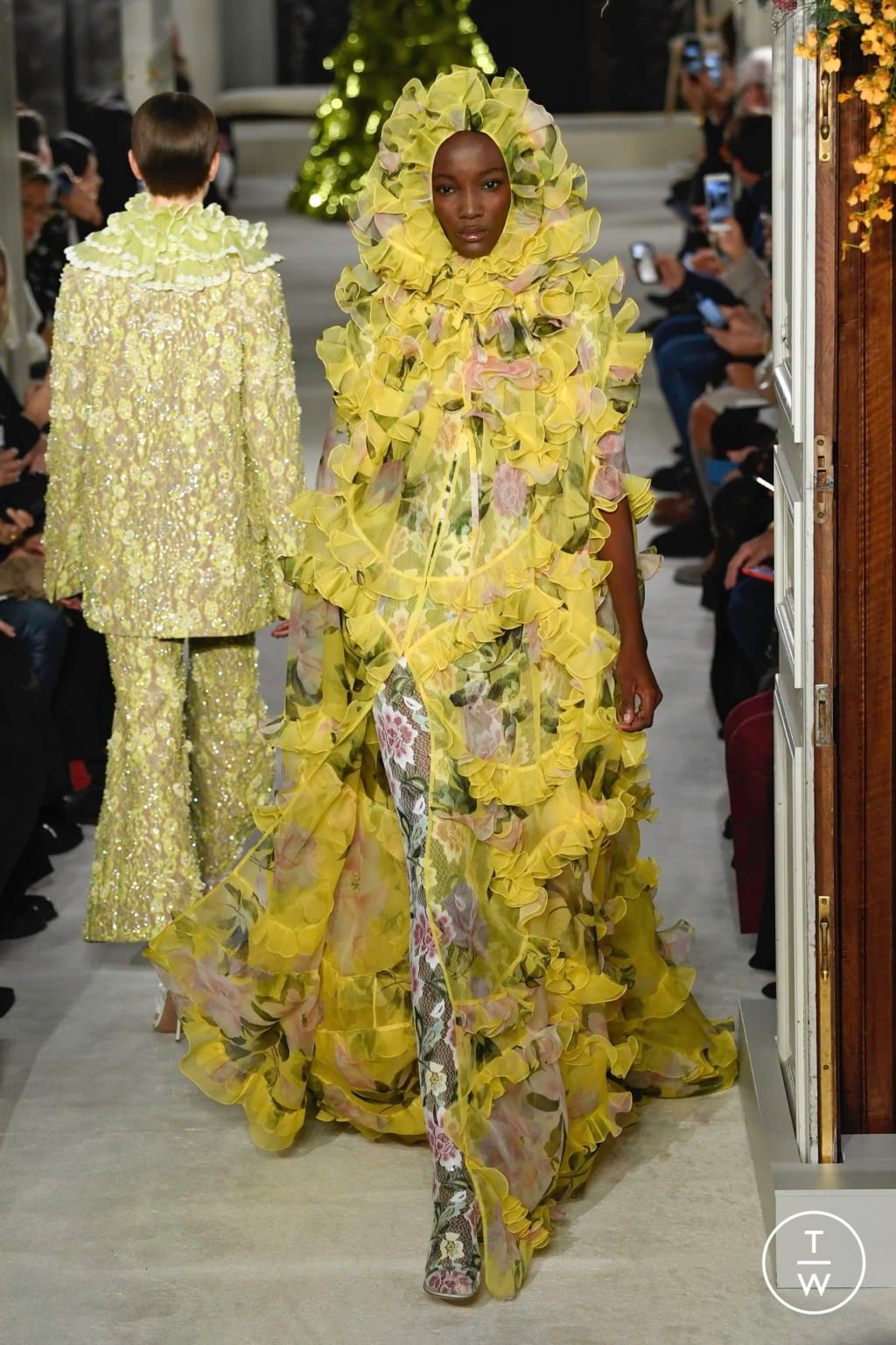 Fashion Week Paris Spring/Summer 2019 look 55 from the Valentino collection couture