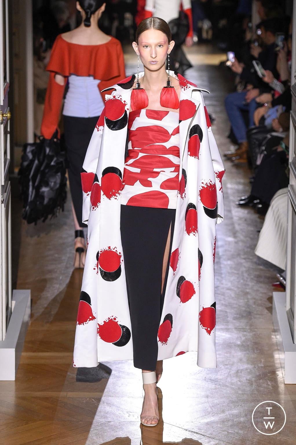 Fashion Week Paris Spring/Summer 2020 look 19 de la collection Valentino couture
