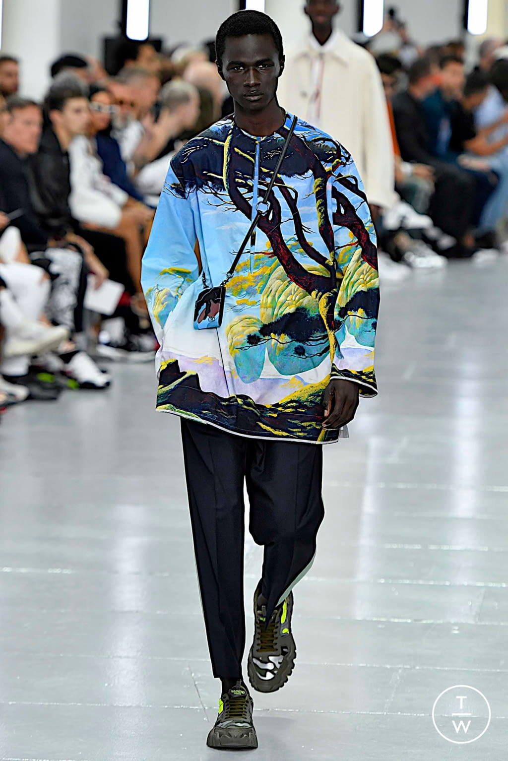 Fashion Week Paris Spring/Summer 2020 look 16 from the Valentino collection menswear