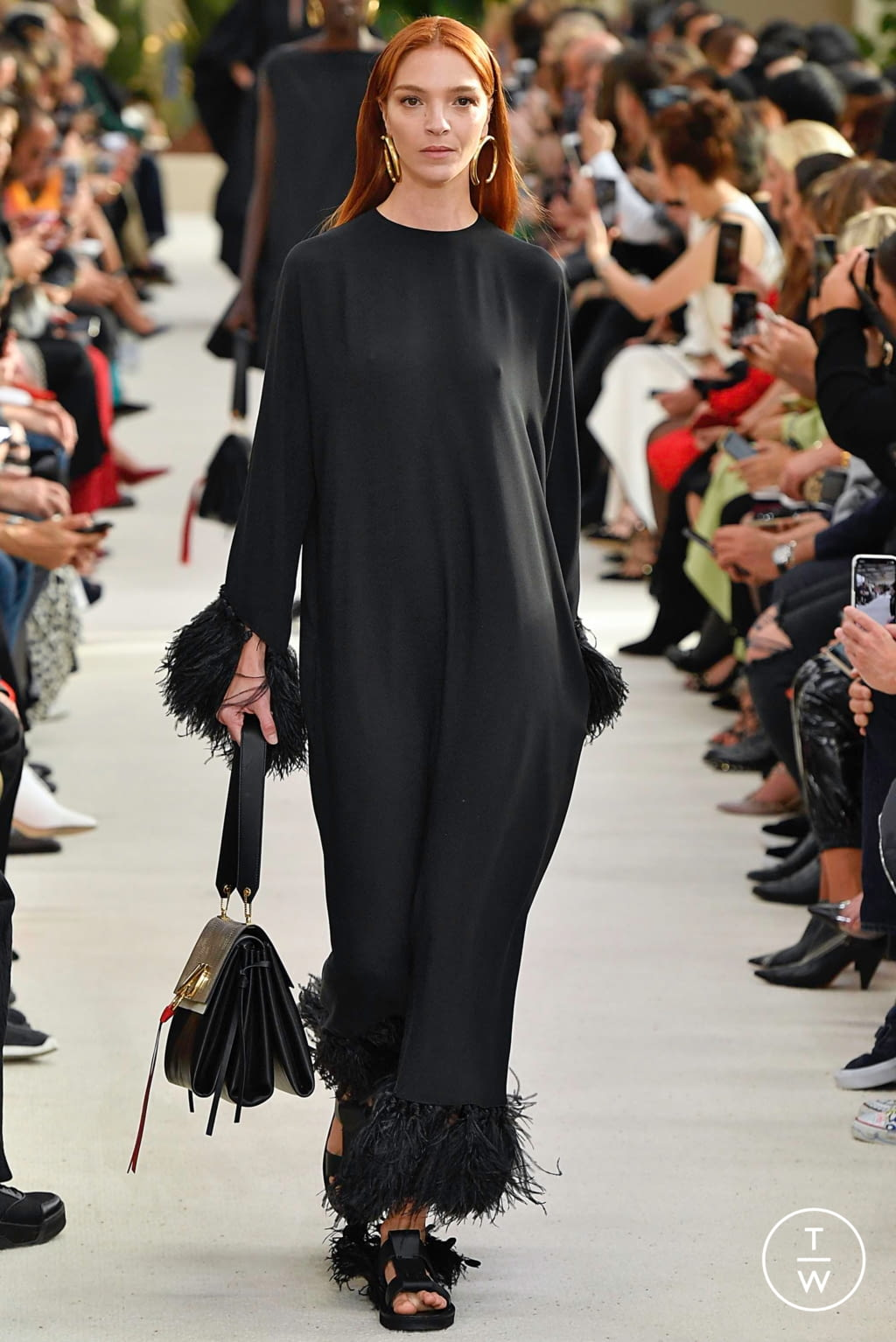 Fashion Week Paris Spring/Summer 2019 look 2 from the Valentino collection womenswear