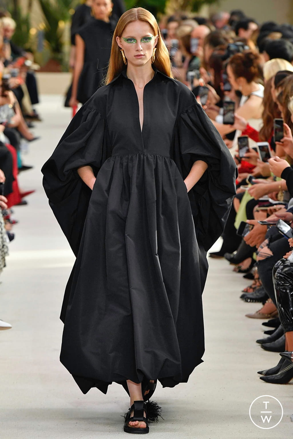 Fashion Week Paris Spring/Summer 2019 look 4 from the Valentino collection womenswear