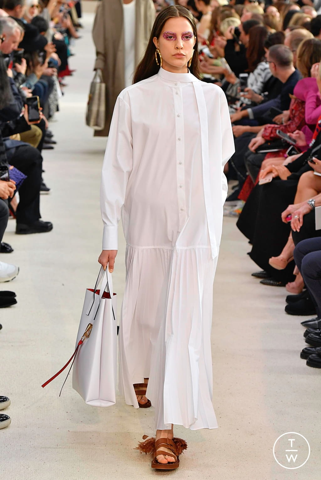 Fashion Week Paris Spring/Summer 2019 look 16 from the Valentino collection womenswear