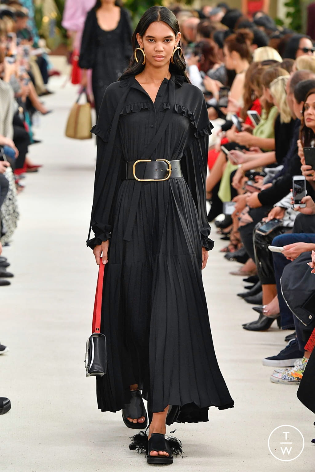 Fashion Week Paris Spring/Summer 2019 look 30 from the Valentino collection womenswear