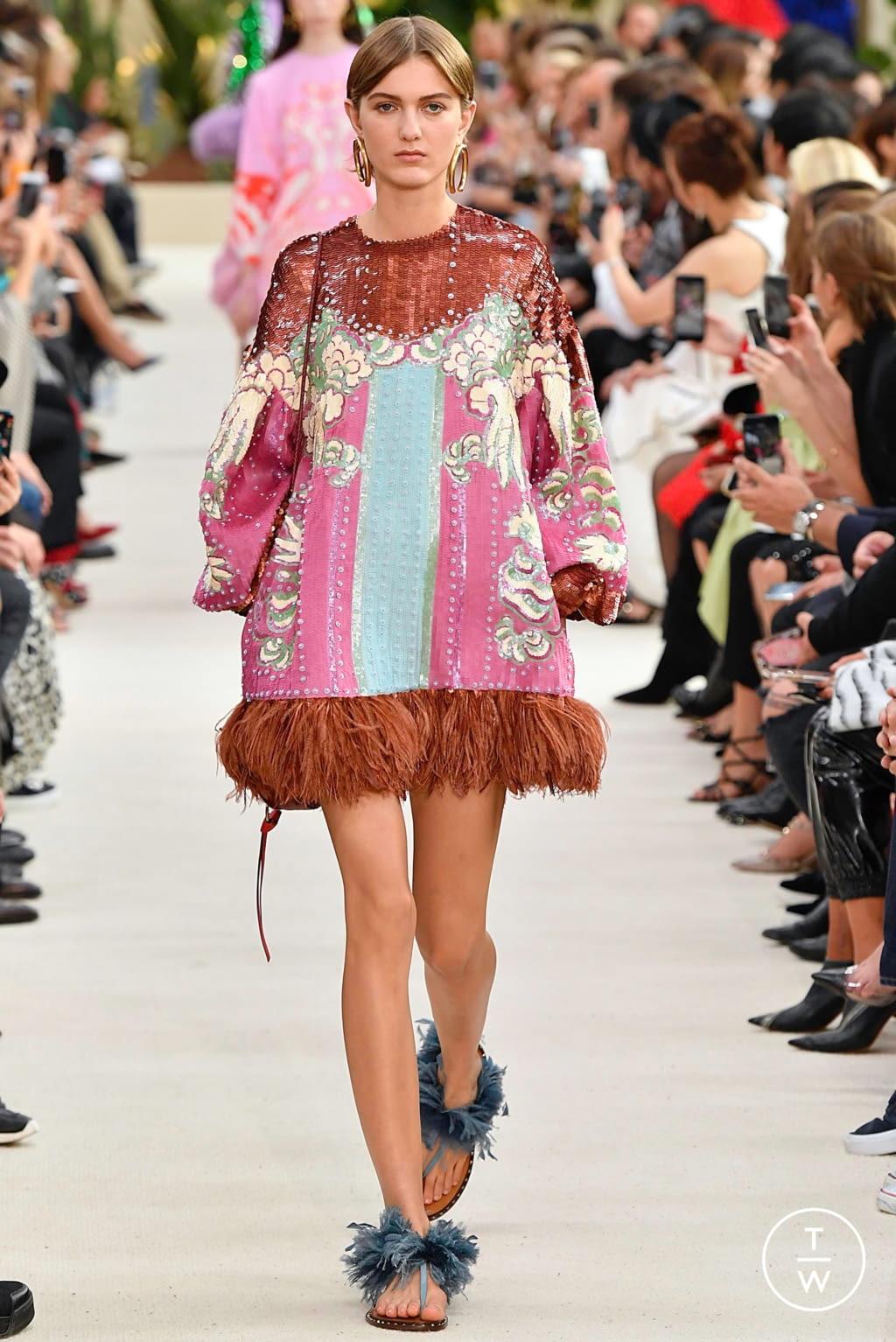 Fashion Week Paris Spring/Summer 2019 look 51 de la collection Valentino womenswear
