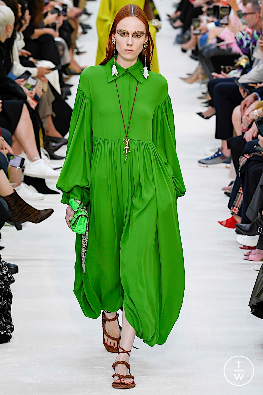 Fashion Week Paris Spring/Summer 2020 look 32 from the Valentino collection womenswear