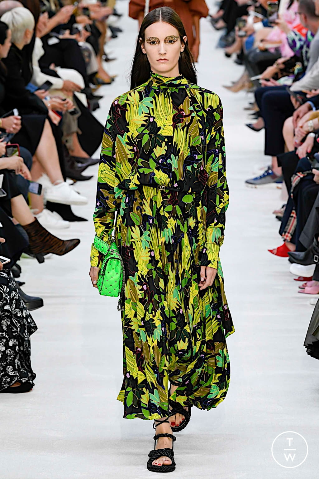 Fashion Week Paris Spring/Summer 2020 look 33 from the Valentino collection womenswear