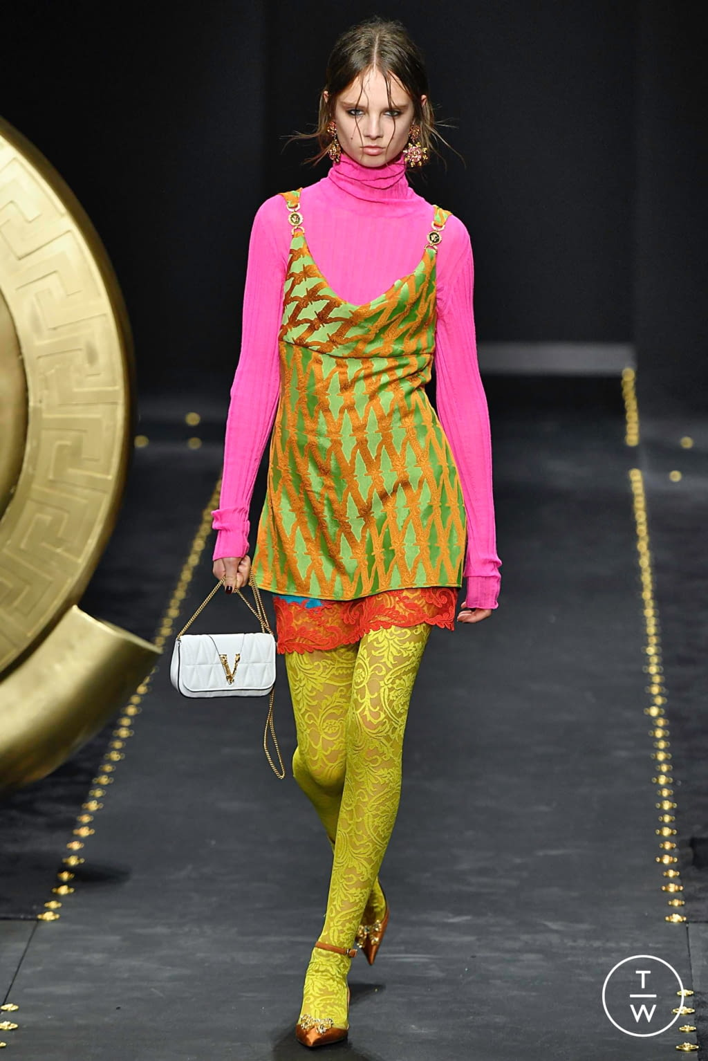 Fashion Week Milan Fall/Winter 2019 look 27 from the Versace collection womenswear