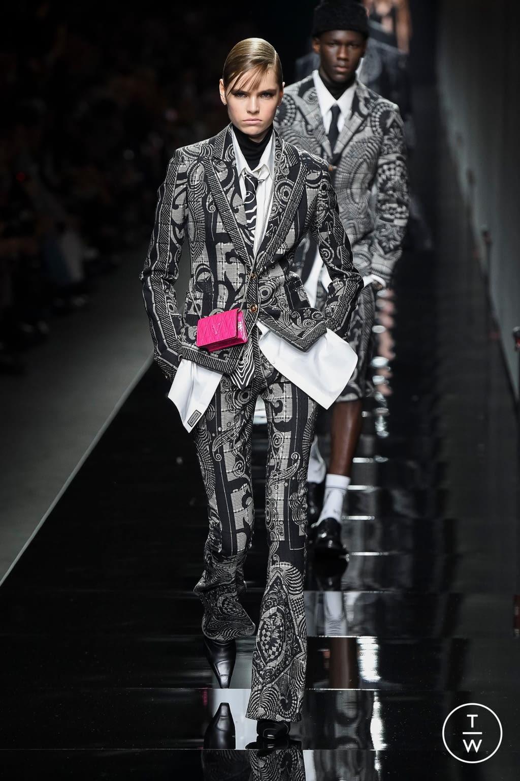 Fashion Week Milan Fall/Winter 2020 look 74 de la collection Versace womenswear