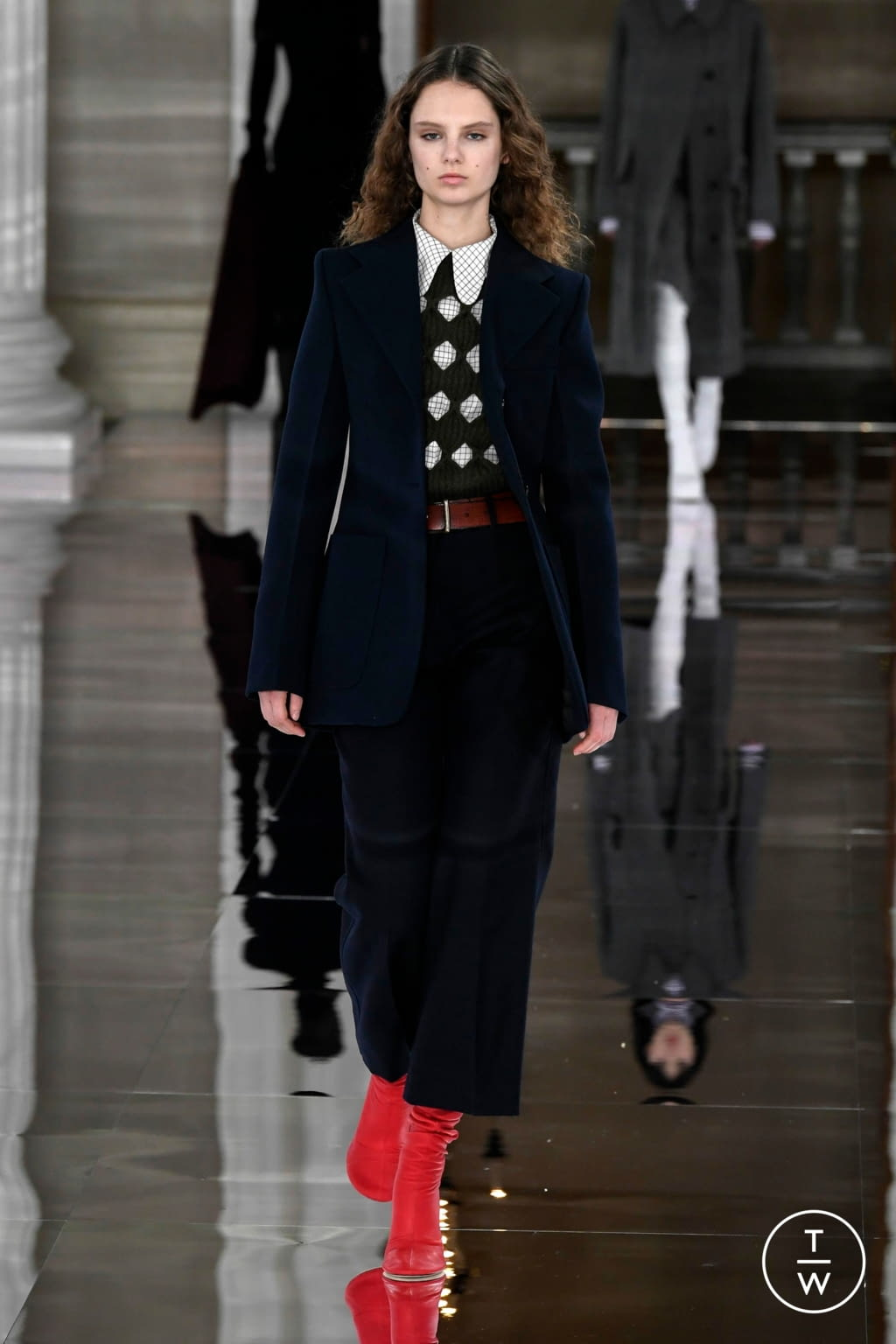 Fashion Week London Fall/Winter 2020 look 22 from the Victoria Beckham collection womenswear
