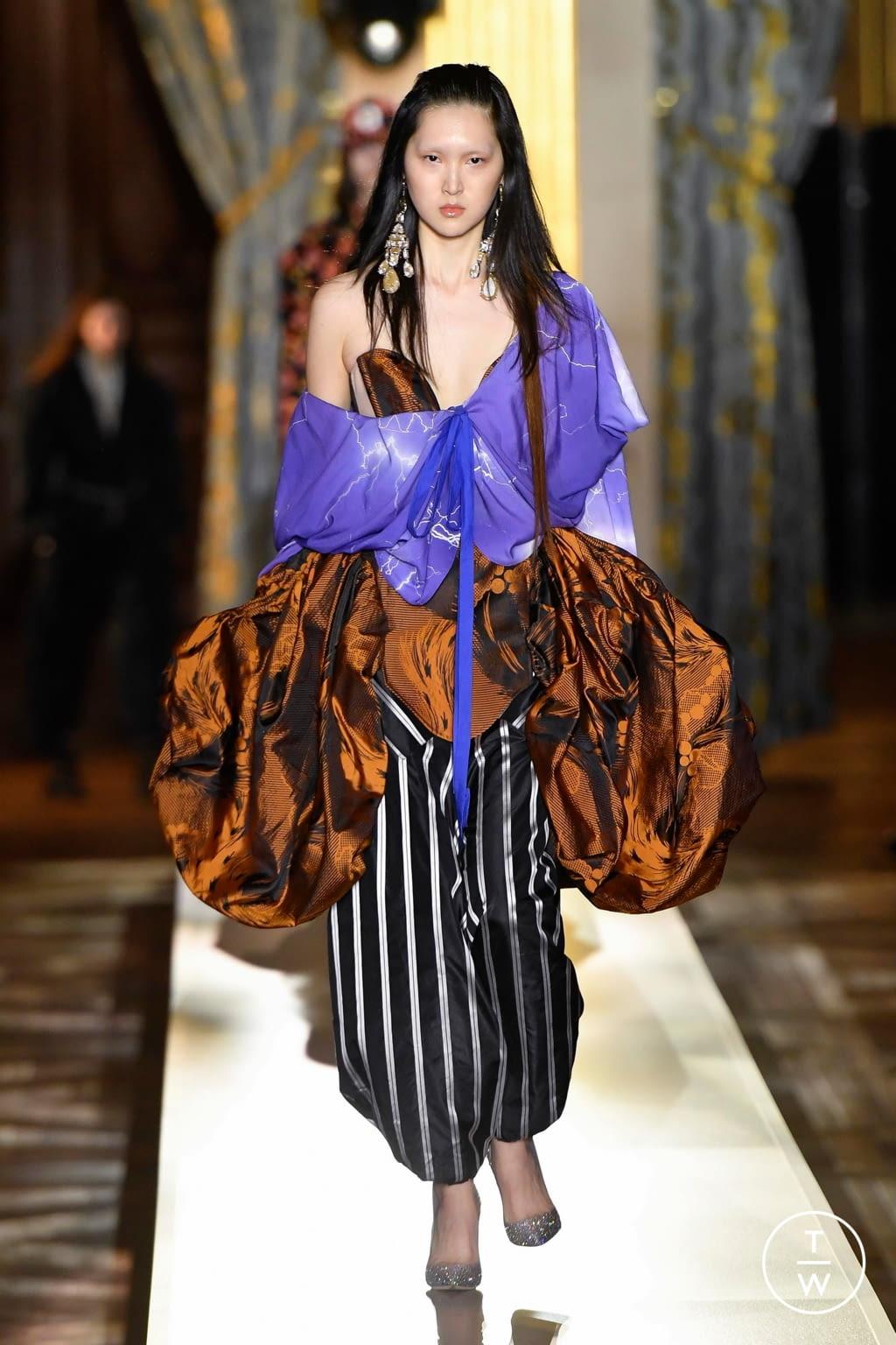 Fashion Week Paris Fall/Winter 2020 look 21 de la collection Andreas Kronthaler for Vivienne Westwood womenswear