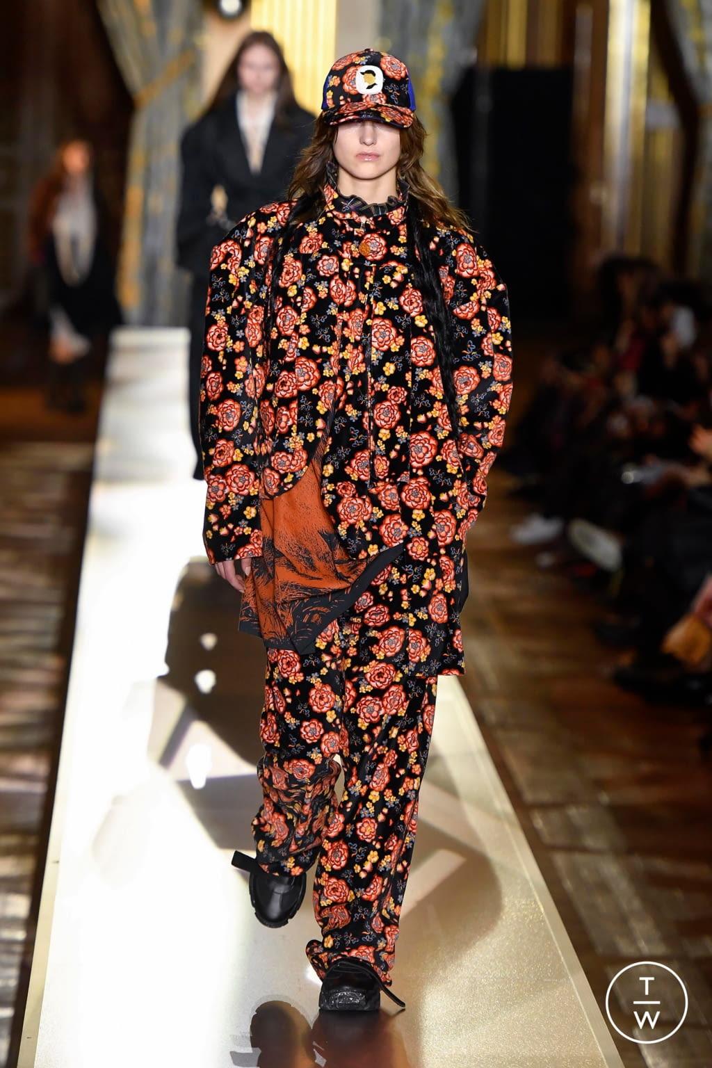 Fashion Week Paris Fall/Winter 2020 look 22 de la collection Andreas Kronthaler for Vivienne Westwood womenswear