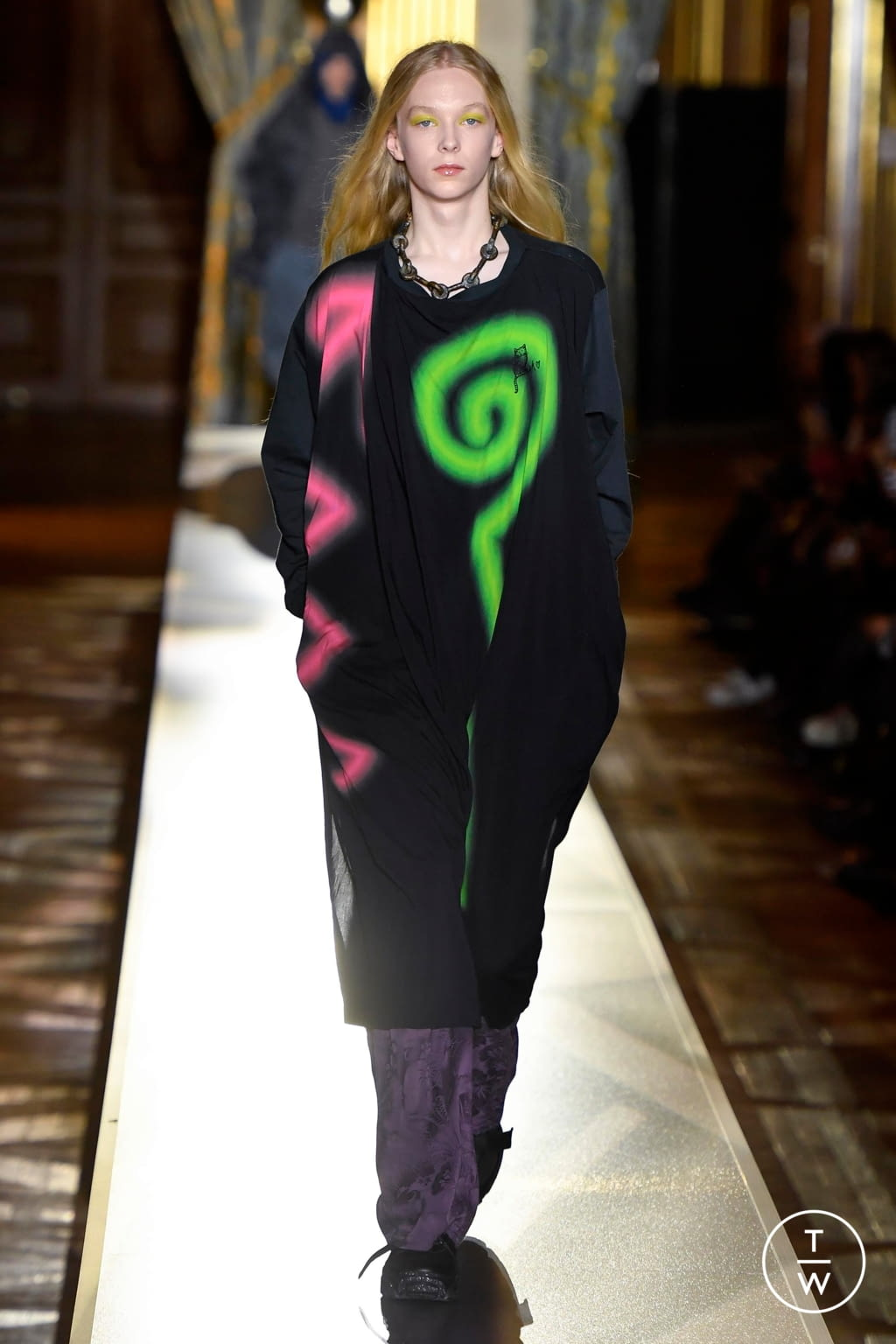 Fashion Week Paris Fall/Winter 2020 look 27 from the Andreas Kronthaler for Vivienne Westwood collection womenswear