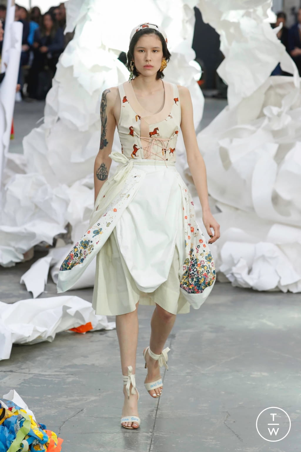 Fashion Week Paris Spring/Summer 2019 look 12 from the Andreas Kronthaler for Vivienne Westwood collection womenswear