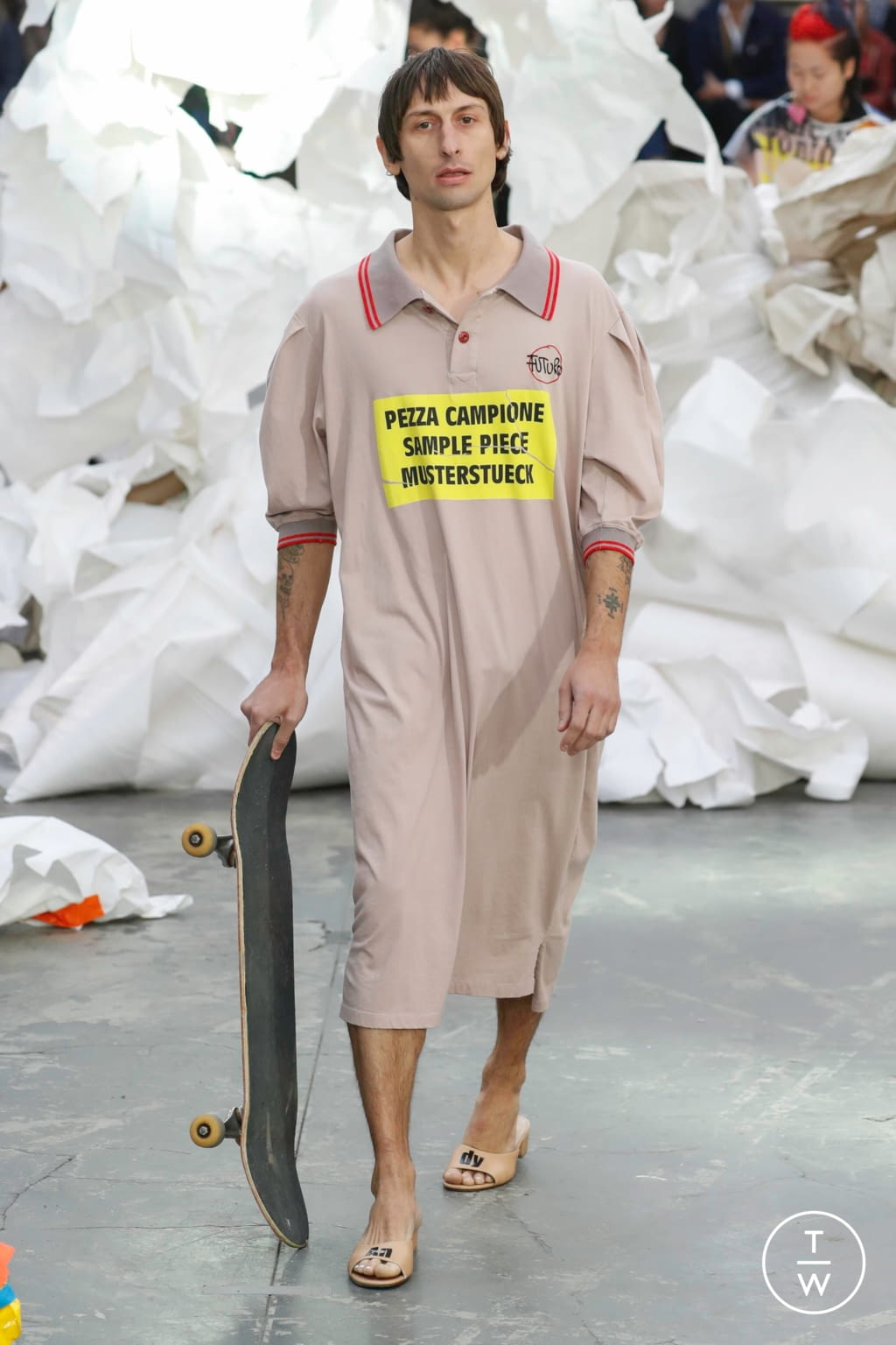 Fashion Week Paris Spring/Summer 2019 look 15 from the Andreas Kronthaler for Vivienne Westwood collection 女装