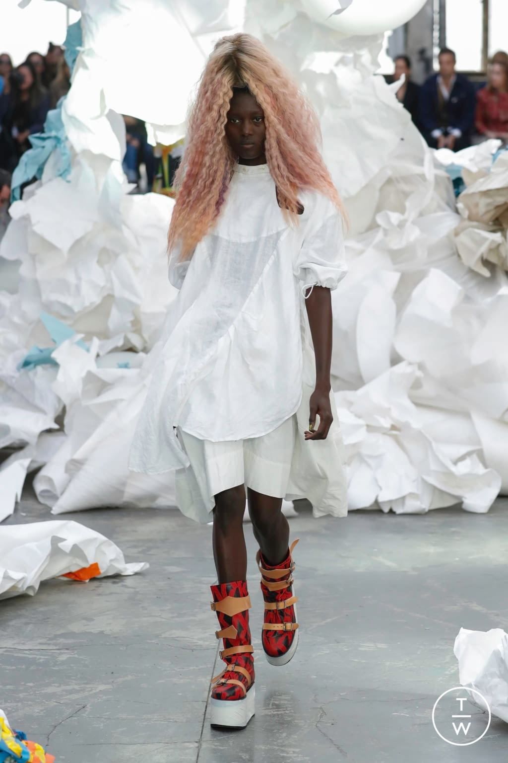 Fashion Week Paris Spring/Summer 2019 look 47 from the Andreas Kronthaler for Vivienne Westwood collection 女装