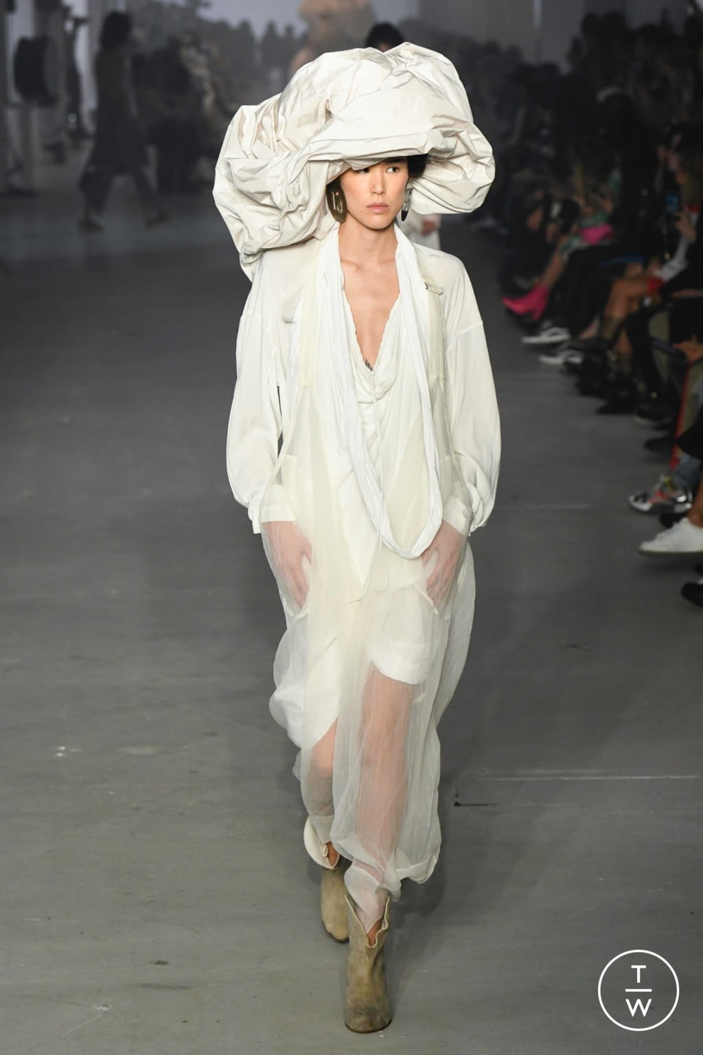 Fashion Week Paris Spring/Summer 2020 look 57 from the Andreas Kronthaler for Vivienne Westwood collection 女装