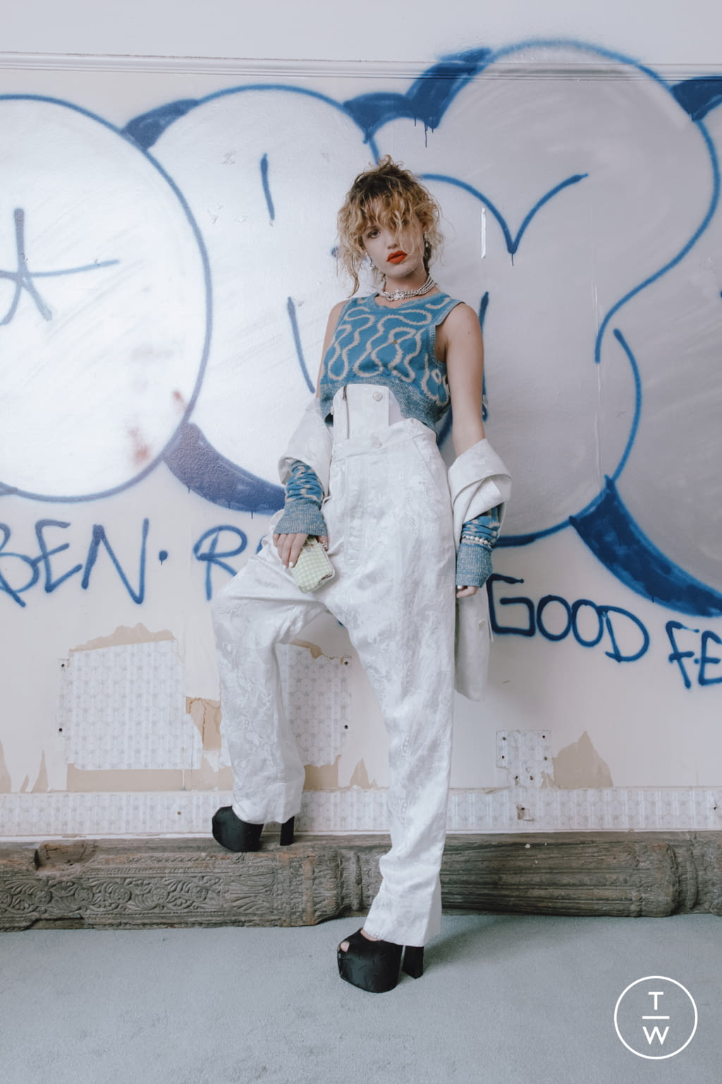 Fashion Week London Spring/Summer 2022 look 29 from the Vivienne Westwood collection womenswear