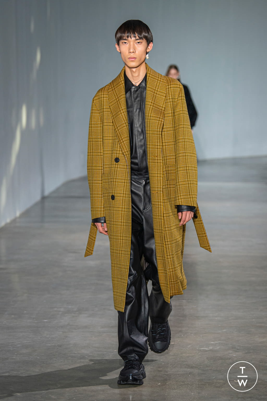 Fashion Week Paris Fall/Winter 2020 look 36 from the Wooyoungmi collection menswear