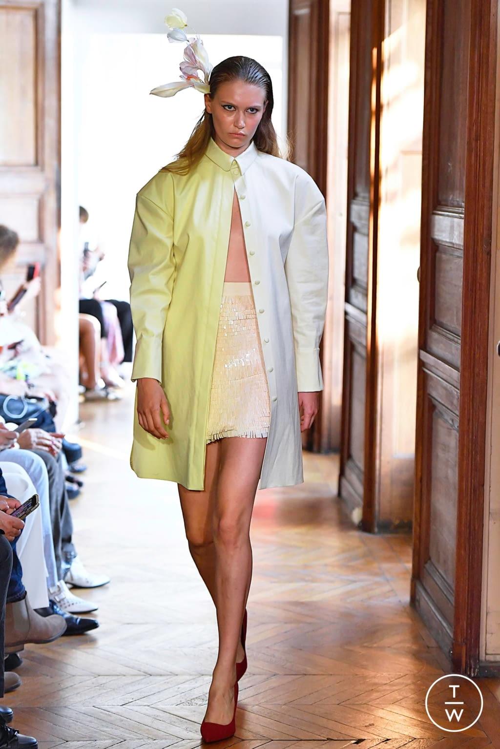Fashion Week Paris Fall/Winter 2019 look 11 de la collection Xuan couture