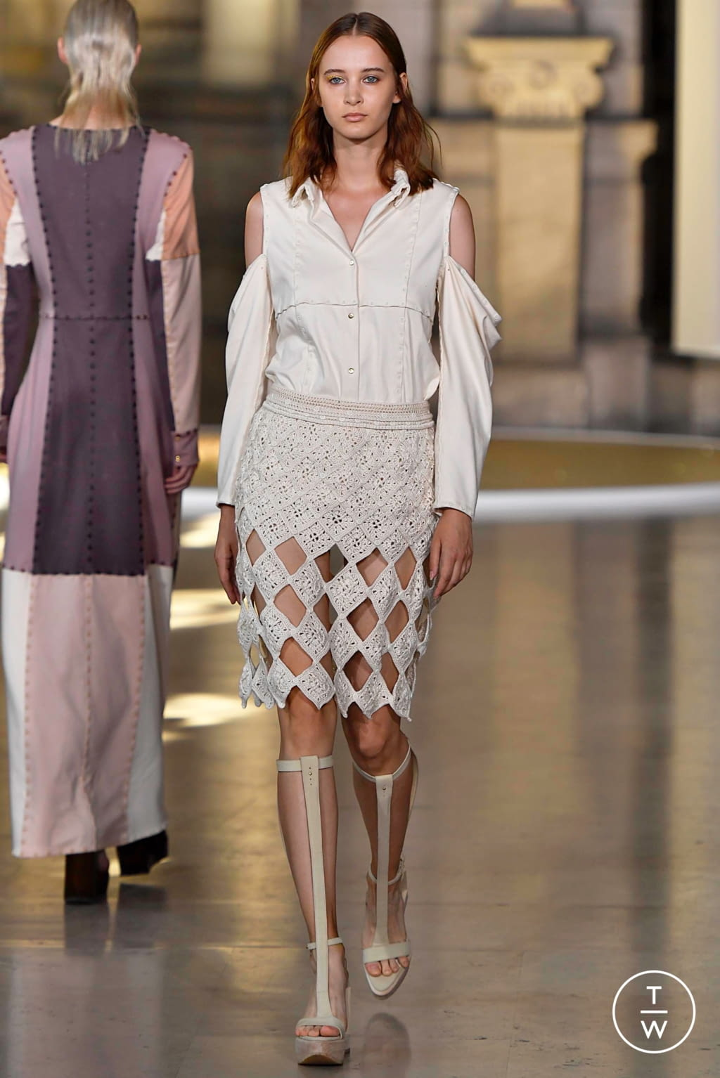 Fashion Week Paris Fall/Winter 2019 look 4 from the Yuima Nakazato collection couture