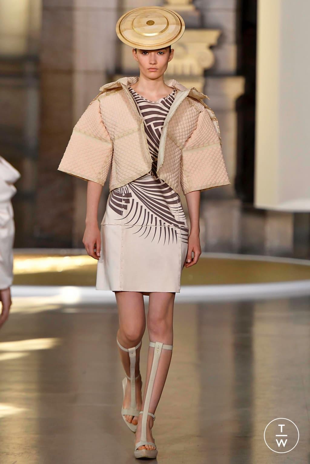 Fashion Week Paris Fall/Winter 2019 look 5 from the Yuima Nakazato collection 高级定制