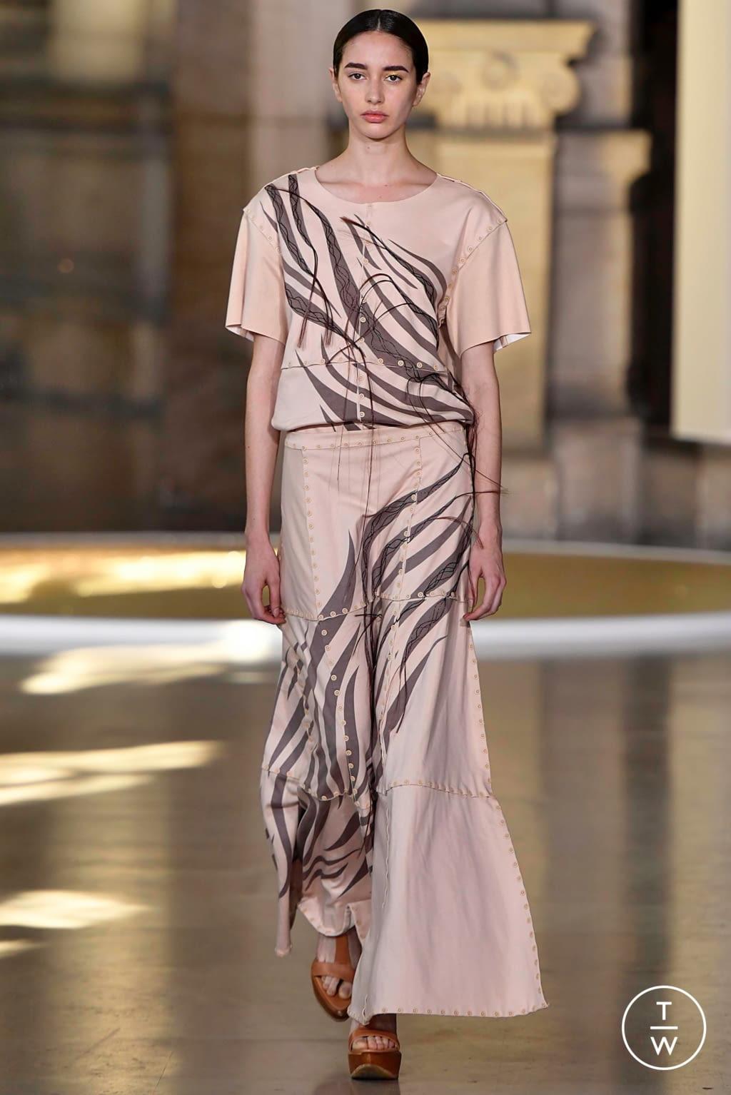 Fashion Week Paris Fall/Winter 2019 look 6 from the Yuima Nakazato collection 高级定制