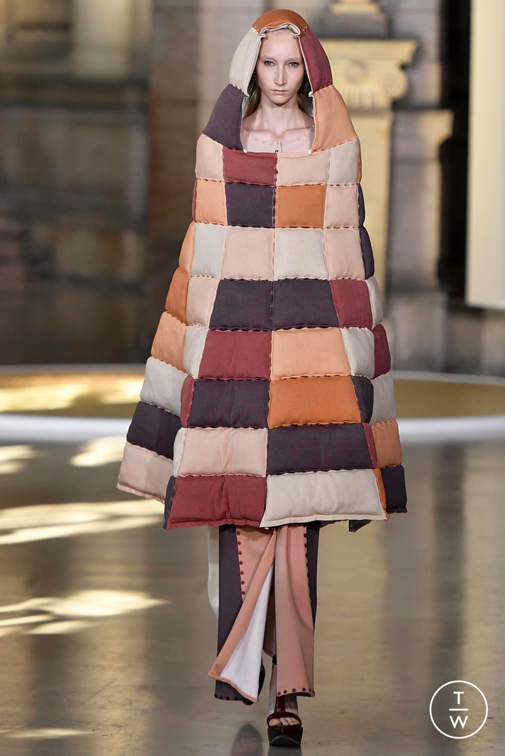 Fashion Week Paris Fall/Winter 2019 look 13 from the Yuima Nakazato collection couture