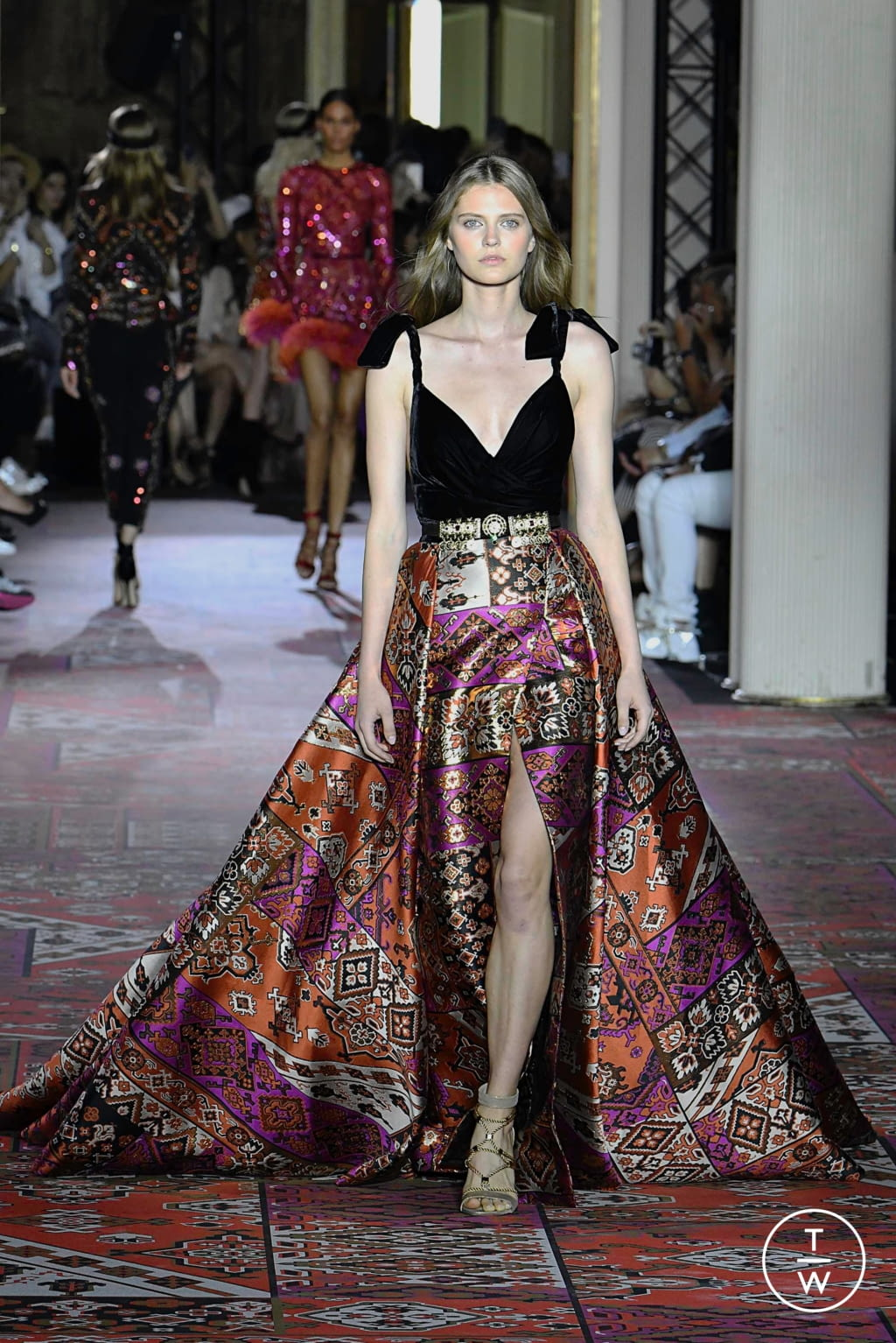 Fashion Week Paris Fall/Winter 2019 look 4 from the Zuhair Murad collection couture