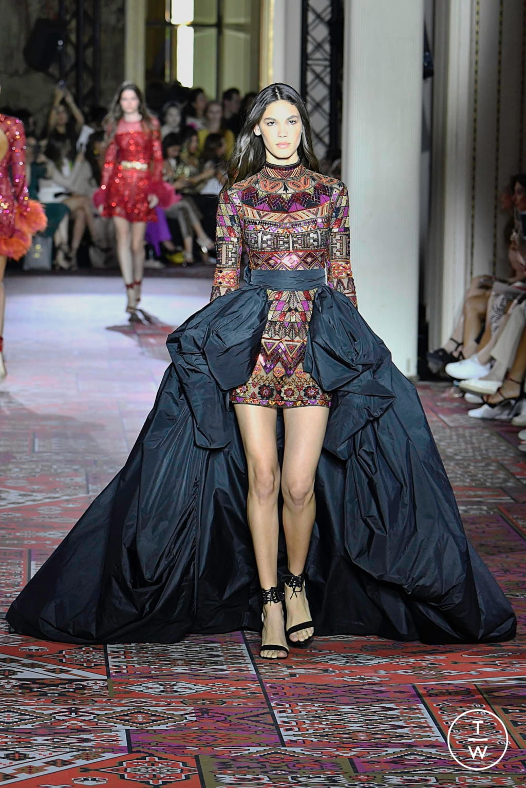 Fashion Week Paris Fall/Winter 2019 look 6 from the Zuhair Murad collection 高级定制